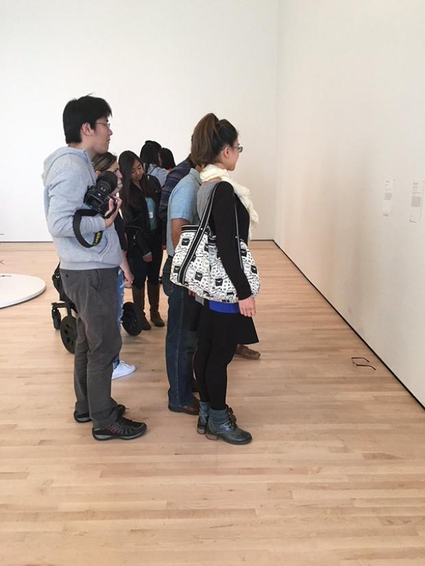 art-gallery-glasses-prank-tj-khayatan-3-1