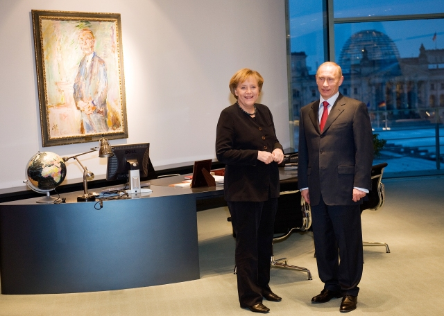 GERMANY-RUSSIA-POLITICS-MERKEL-PUTIN