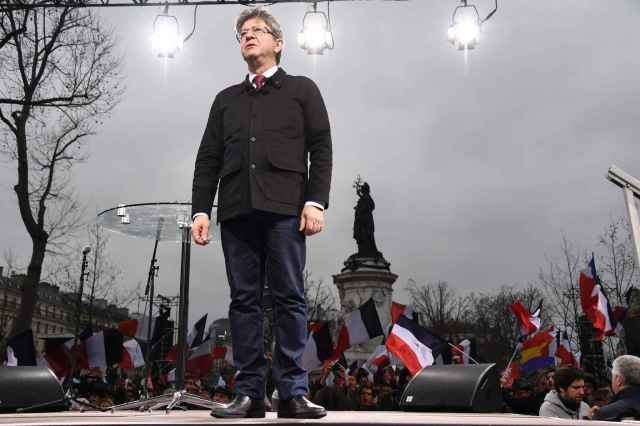 2048x1536-fit_jean-luc-melenchon-place-republique-18-mars-2017